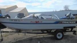 Boat 17ft tracker pro deep v