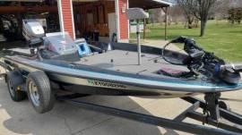 Astro S-18B Bass Boat