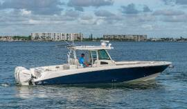 2015 Boston Whaler Outrage CC